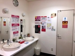 Rプラス 男子洗面所